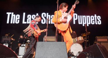 The Last Shadow Puppets estrenan video para 'This Is Your Life'