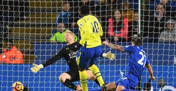 ¿Despertó el campeón? Con 'hat trick' de Vardy, el Leicester goleó al Manchester City