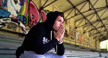 Lukas Podolski es número uno... ¡de la lista de popularidad en la música alemana!