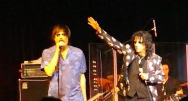 ¡Jim Carrey la rompe en el escenario junto a Alice Cooper!