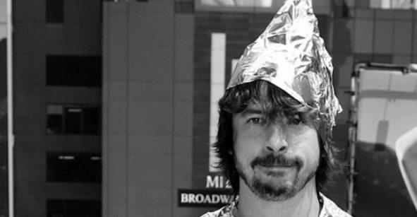 Los gorros de aluminio no impiden que el gobierno lea tu mente... ¡lo ayudan!