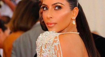 Hay un sujeto que maquilla el trasero de Kim Kardashian ¡y le pagan por eso!