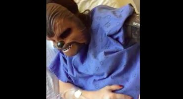 WTF!? Mujer usó máscara de Chewbacca en pleno parto para