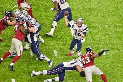 Van por pase, Brady busca a Amendola