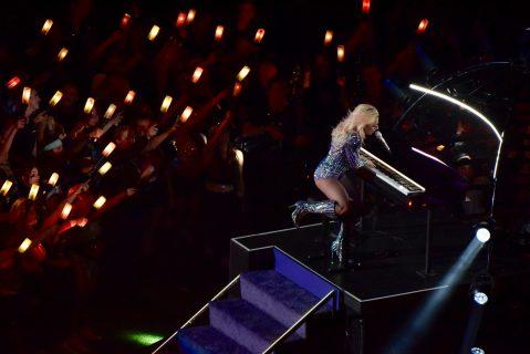 Lady Gaga dando uno de los mejores espectáculos de medio tiempo de los últimos años