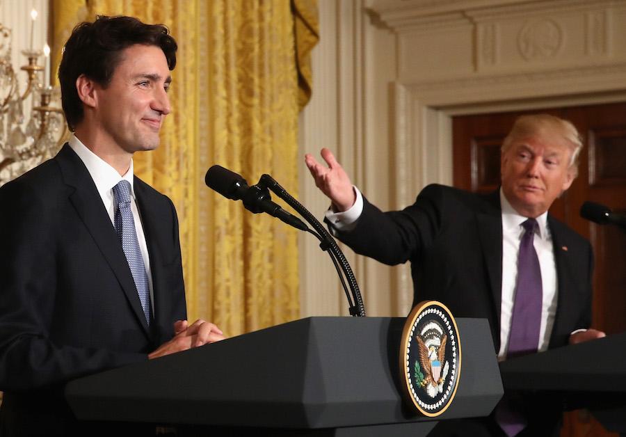 Sigue la guerra comercial de Trump; impone aranceles del 25% a China