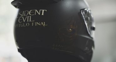 ¡Te regalamos este casco firmado de Resident Evil: The Final Chapter!