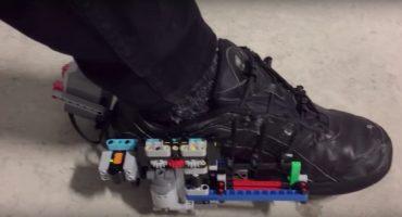 Jefazo: ¡Sujeto construye zapatos que se amarran solos usando LEGO!