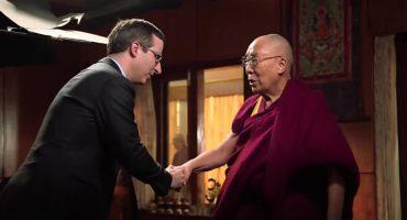 La entrevista de John Oliver con el Dalai Lama es todo lo que necesitas ver