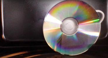 ¿Cómo se ve un CD si lo calientas en un microondas?