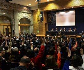 Foto del Consejo Universitario en votación