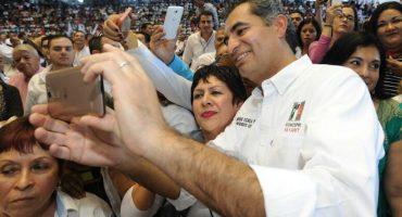 El señor de los taxis: Ochoa Reza incumplió ley para adquirir concesiones