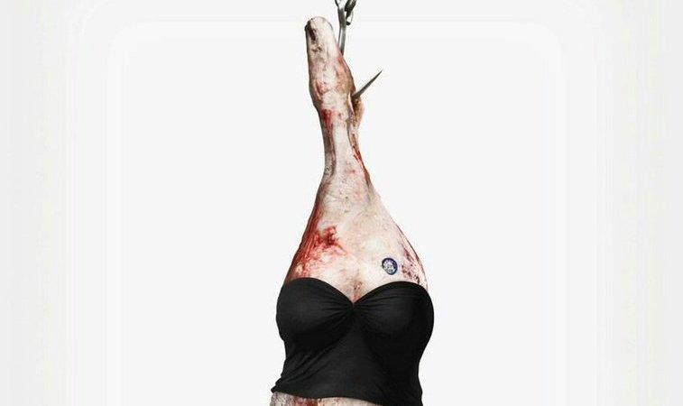 Foto de carne colgada representando a una mujer
