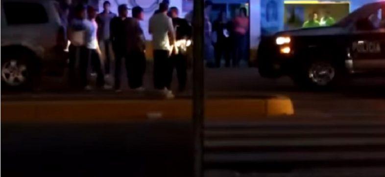 Policía de Culiacán entrega jóvenes detenidos a grupo armado