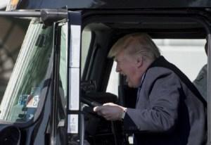Donald Trump se sube a tráiler y (otra vez) se convierte en el rey del meme