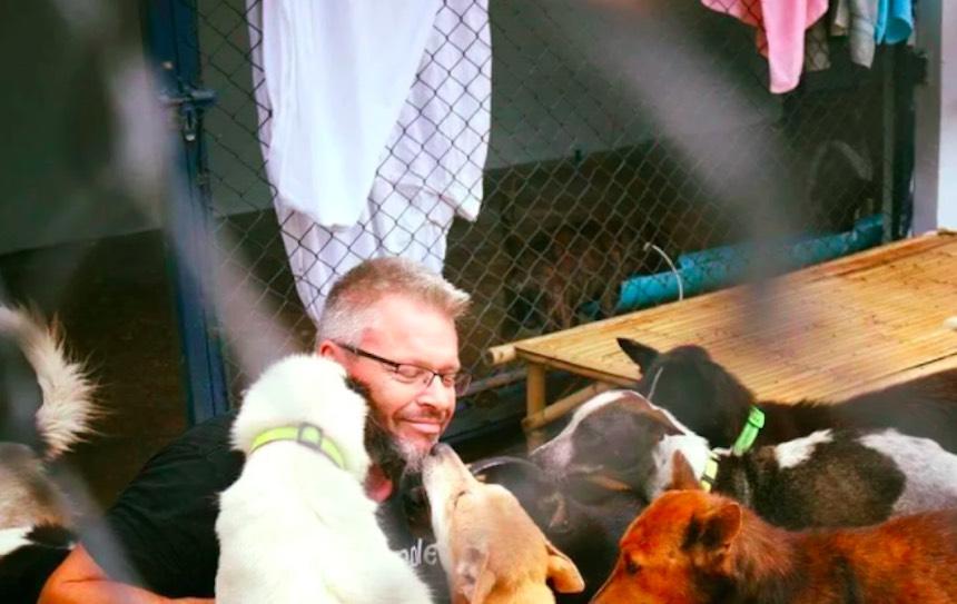 Michael J. Baines - Cuidador de perros