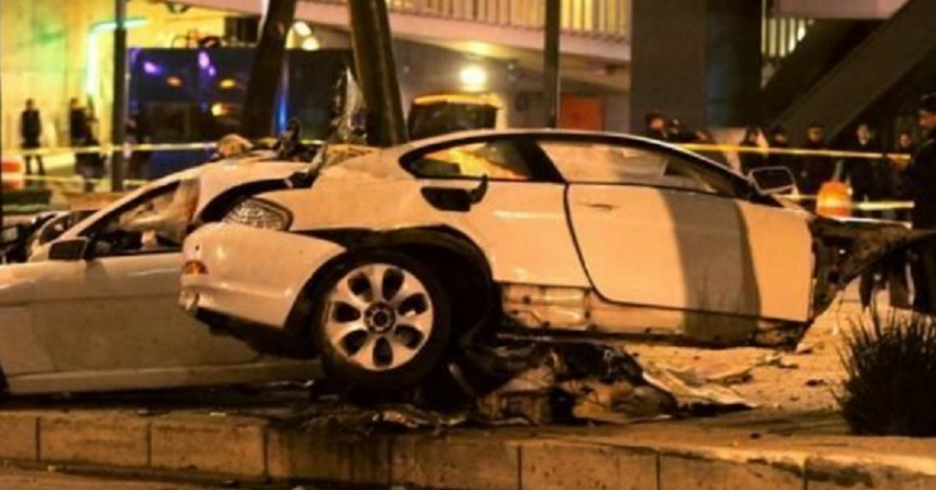 Auto BW que chocó en Paseo de la Reforma