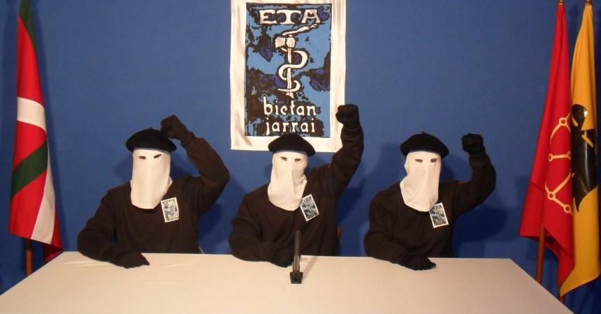 Líderes de ETA con la cara cubierta