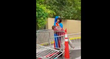 WTF?! La golpiza de Superman a un vagabundo que robó una bolsa