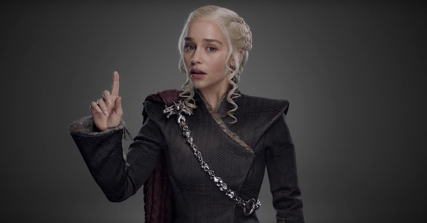 Emilia Clarke en el promo de HBO