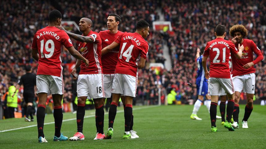 Manchester United venció al Chelsea y la Premier League está que arde