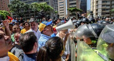 Marcha en Venezuela bloqueada por granaderos