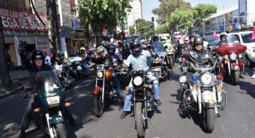 Motociclistas apoyan a personas en situación de calle con rodada y donativos