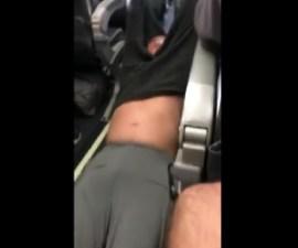 Pasajero es sacado a rastras de vuelo de United Airlines