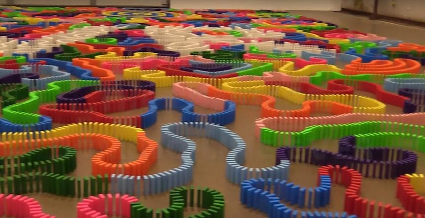Récord mundial de fichas de dominí