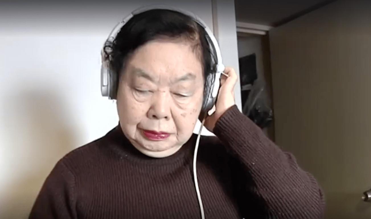 DJ  Sumirock: tiene 82 años, por las tardes cocina, por las noches es DJ