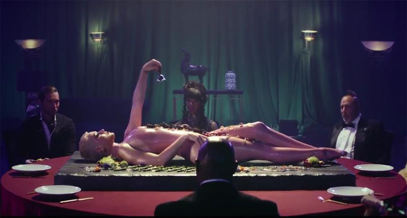 Katy Perry en el video de Bon Appetit