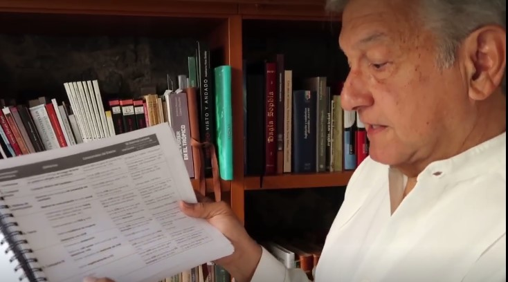 Andrés Manuel López Obrador mostrando evidencia de intromisión de gobierno federal en elecciones del Edomex