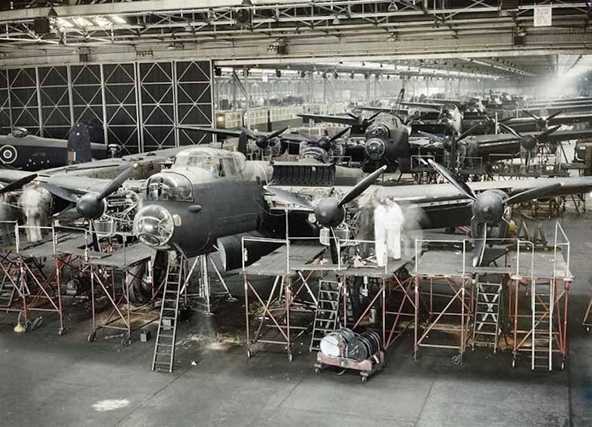 Segunda Guerra Mundial - Aviones en mantenimiento