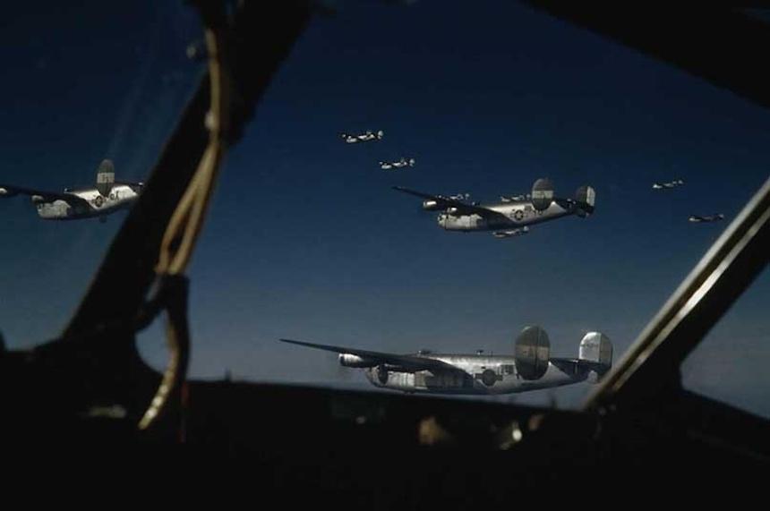 Segunda Guerra Mundial - Aviones caza en vuelo