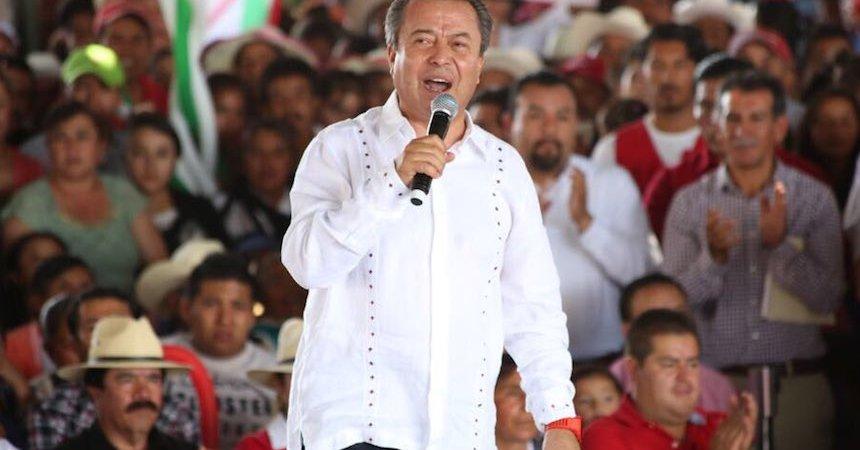 César Camacho, diputado federal, en evento proselitista en el Edomex