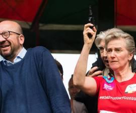 Momento en que el primer ministro pierde parcialmente el oído
