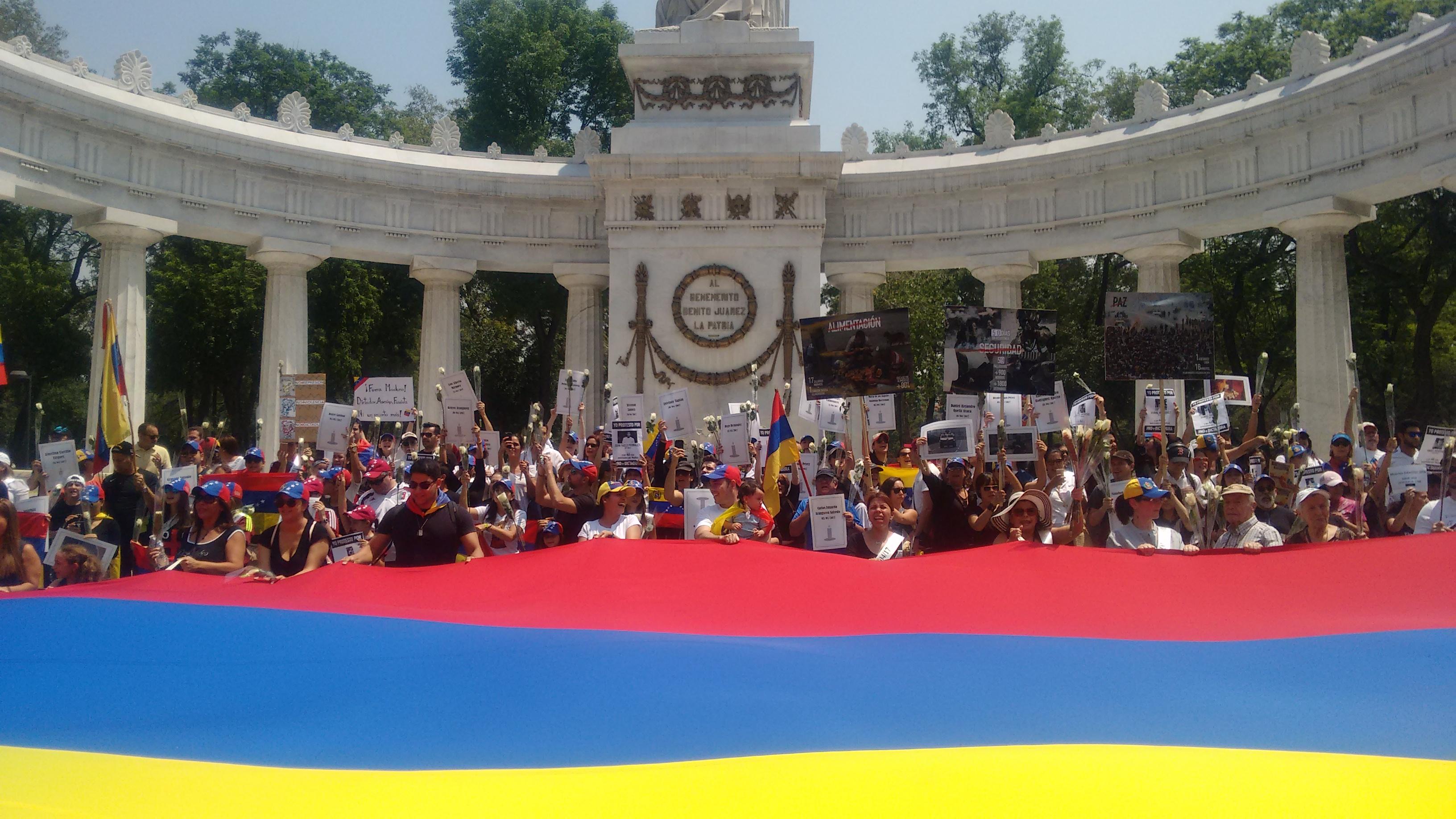 Marcha de Venezuela en el Hemiciclo a Juárez