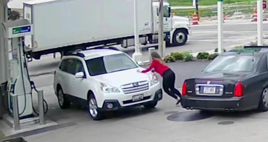 ¿Cómo evitar que te roben el coche? ¡Esta chica tiene un método único!