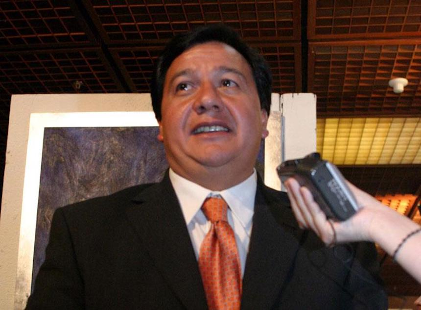 Óscar González Yáñez del PT declina a favor de Delfina