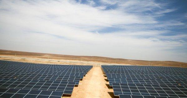 Páneles solares en el campo de refugiados de Jordania