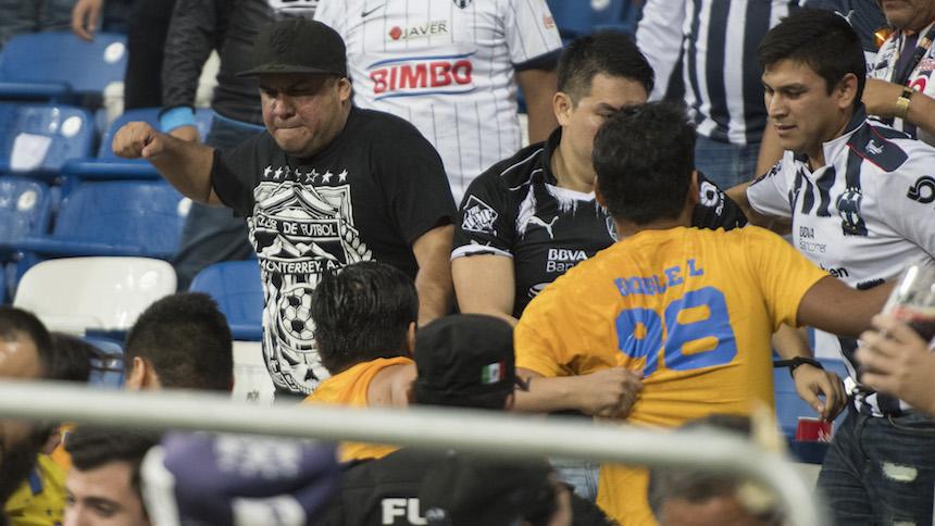 Violencia en el estadio de Rayados