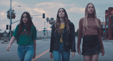 "Haim estrena el video para su canción ""Want You Back"""