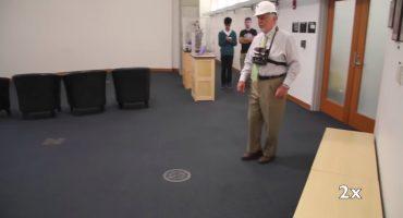 Crean dispositivo para ayudar a navegar a gente ciega sin bastón