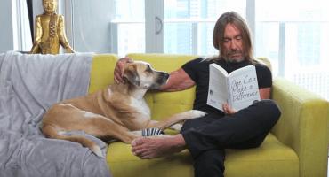 Iggy Pop salva a los animales en el nuevo anuncio caricaturezco de PETA