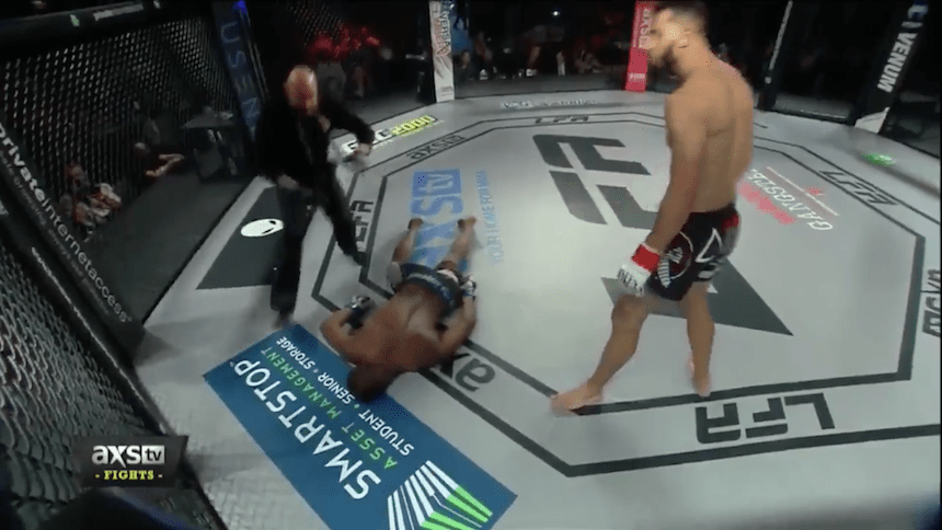 Vídeo: Jordan Powell provoca al rival y recibe tremendo knock-out