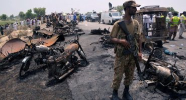 Al menos 149 muertos  por explosión de camión de gasolina en Pakistán