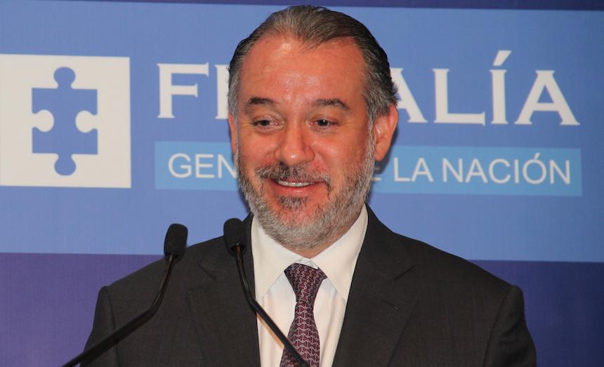 Sobre su Ferrari registrado en Morelos, procurador alega