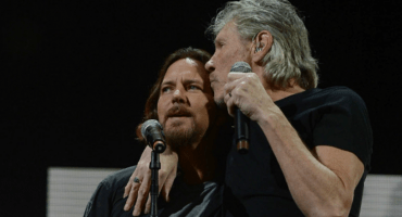 Eddie Vedder se une a Roger Waters para tocar