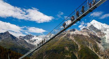 Suiza inaugura el puente colgante para peatones más largo del mundo