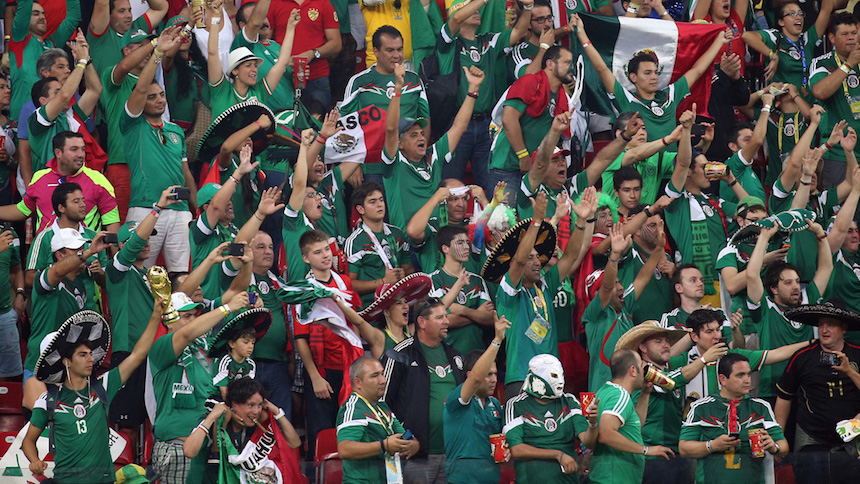 Aficionados mexicanos gritando